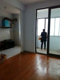 宝龙一期电梯中间楼层老证可按揭房东诚心出售看房方便