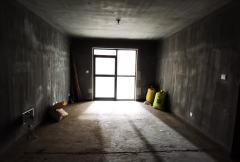 红旗区 诚城常青藤 3室2厅2卫 116m²毛坯房 底楼带院