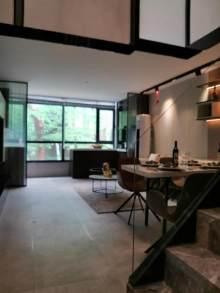 新一街门口  5米挑高loft 公寓今年买9月份上学