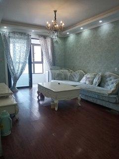 豪华装修首次出租  全屋壁布两室租一室的价位